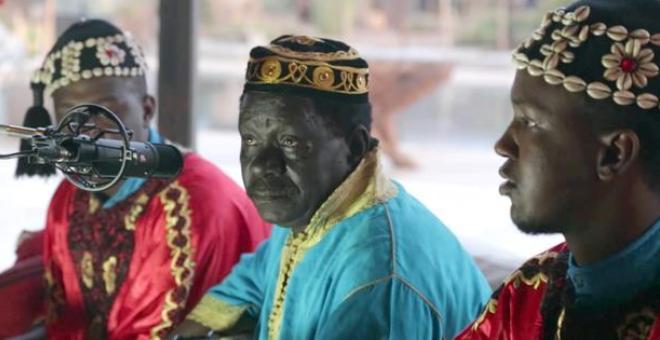 الملك محمد السادس : الفن الكناوي المغربي العريق فقد أحد رواده الكبار برحيل غينيا