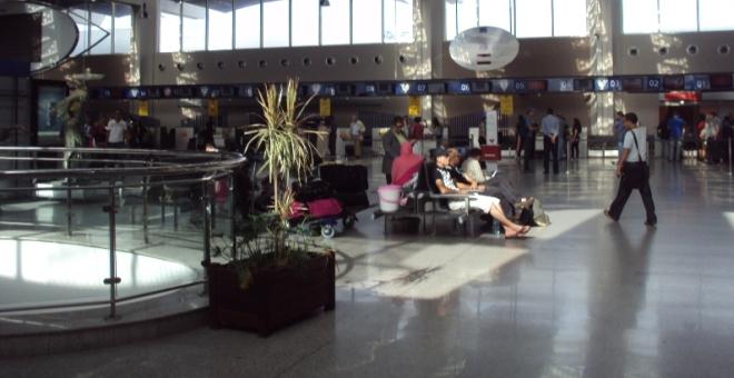 حجز لترين من مخدر الكوكايين السائل بمطار محمد الخامس