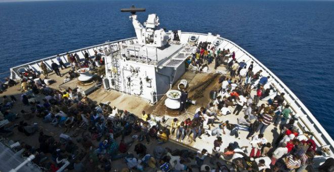 غرق مركب يحمل مئات المهاجرين قرب إيطاليا