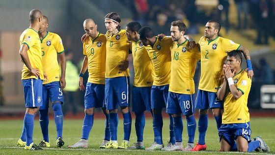 دونجا يفاجئ جماهير البرازيل بإعادة النجم الذهبي بعد تجاهل طويل
