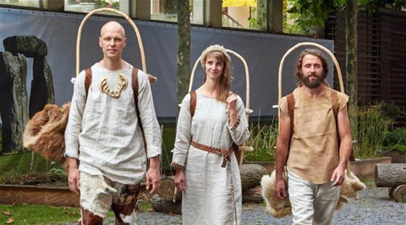 ثلاثة ألمان يجربون حياة إنسان العصر الحجري