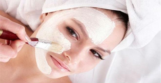 اتبعي هذه النصائح لحماية بشرتك من المؤثرات البيئية
