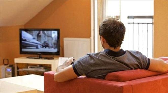 تقرير. المغاربة لا يشاهدون التلفاز بكثرة في فصل الصيف