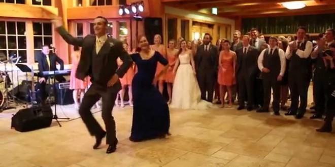 عريس يبهر الحضور برقصة فريدة من نوعها