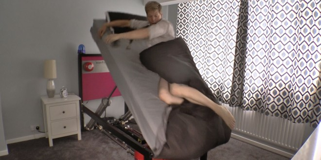 سرير يقذف صاحبه عند الاستيقاظ