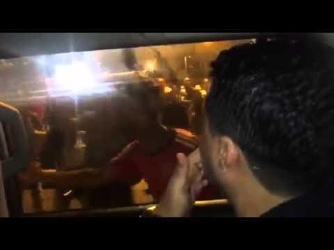 شاهد ما فعله الجمهور برشيد العلالي في سيارته