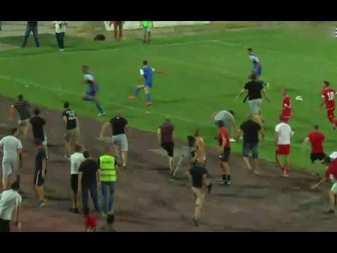 جماهير غاضبة تقتحم الملعب وتهاجم لاعبي فريق إسرائيلي