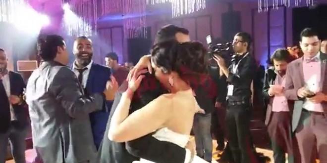 """بكاء """" آيتن عامر """" في زفافها على غناء تامر عاشور"""