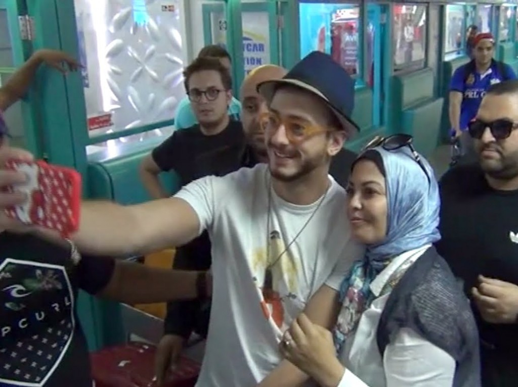 لحظة وصول الفنان سعد المجرد لتونس