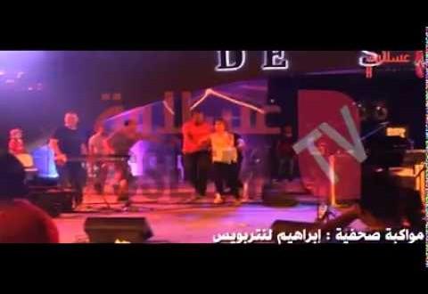 فتيات يقتحمن منصة سعد المجرد في تونس