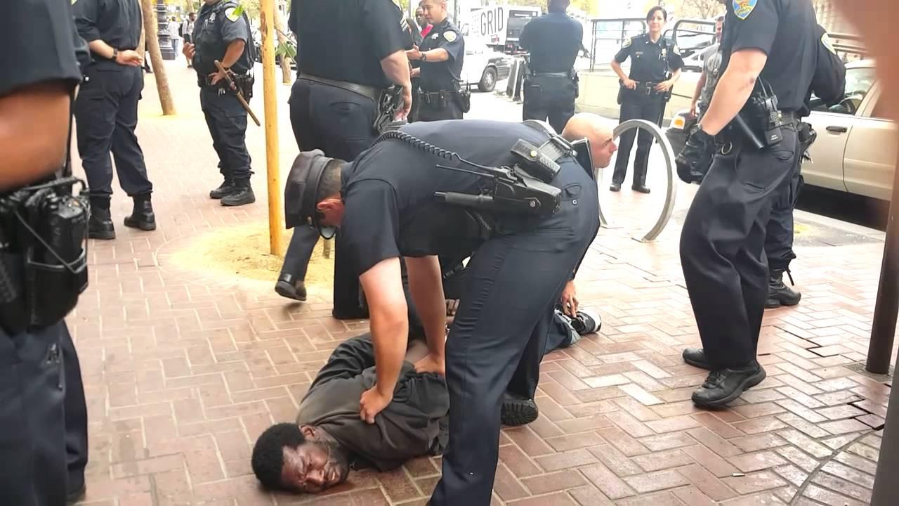 شرطة أمريكا تعنف معاقا بلا شفقة ولا رحمة