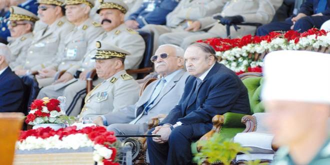 الرئيس بوتفليقة وجنرالات الجزائر (أرشيف)