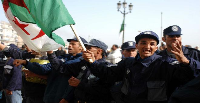 أفراد الحرس البلدي في الجزائر يتظاهرون ضد