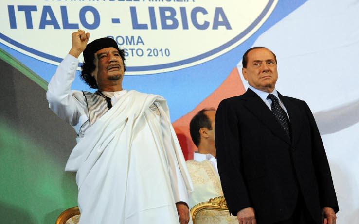 برلسكوني يمدح القذافي بعدما ساهم في إسقاط نظامه
