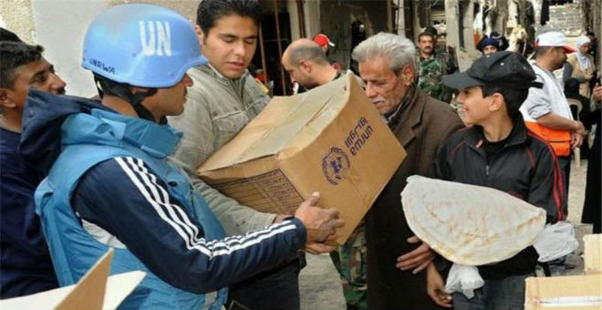 دي ميستوريا يندد بعرقلة الحكومة السورية مرور المساعدات الإنسانية