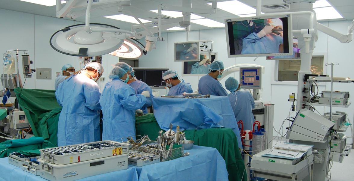 الرباط. طاقم طبي ينجح في إجراء 3 عمليات لزرع كبد وكليتين