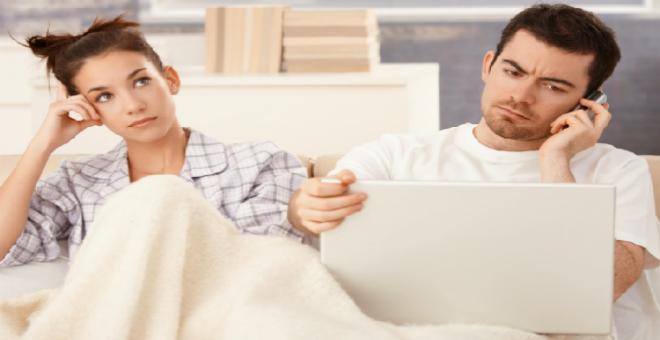 تعرف على 5 تأثيرات خطيرة لعملك على علاقتك الزوجية