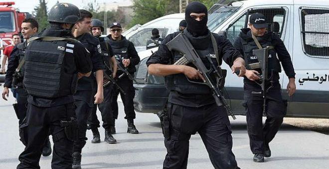 تونس..توقيف 12 شخصا اعتزموا الإنضمام لجماعة إرهابية بليبيا