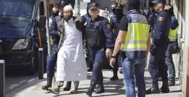 معرفة كل شاذة وفاذة عن الإرهابيين بسجون إسبانيا