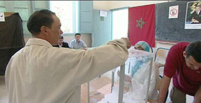 بالصور. بنكيران يدلي بصوته ويتمنى الخير لجميع المغاربة