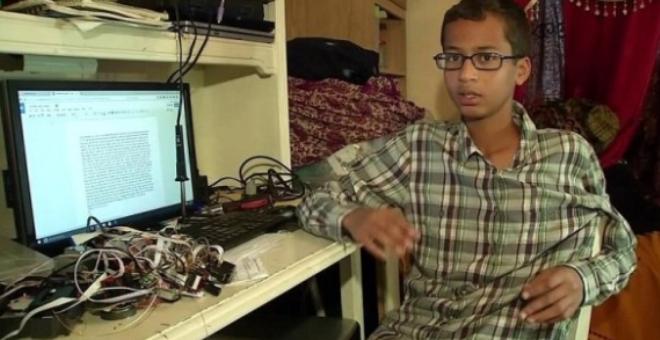 «المخترع الصغير» إلى الشهرة عالمياً بعد اتهامه زوراً بالإرهاب