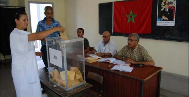 الناخبون المغاربة يتوجهون إلى صناديق الاقتراع لانتخاب ممثليهم في الجماعات والجهات