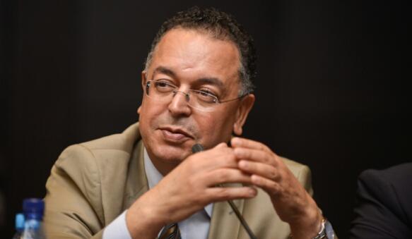 الفنان  المغربي هروان يفوز بجائزة الفنان الذهبية