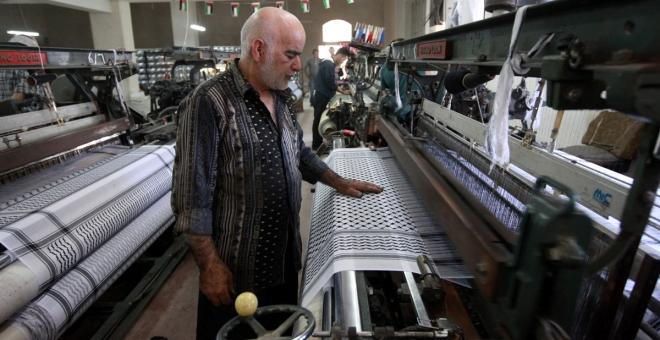 الحرباوي.. مصنع الكوفية الأخير في فلسطين