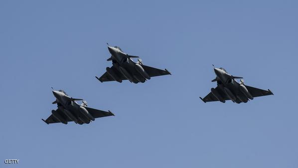 فرنسا تشن أول غارة ضد داعش في سوريا