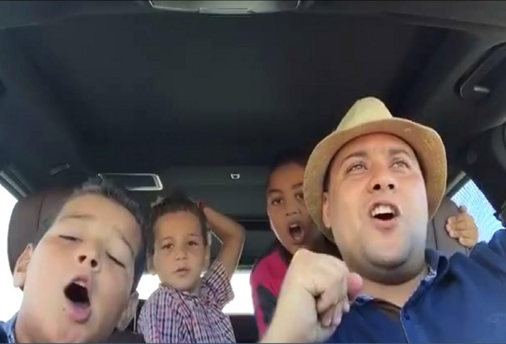 رئيس الرجاء محمد بودريقة رفقة أبناءه يغنون