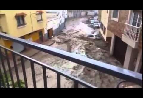 سيارات تسبح في شوارع اسبانيا