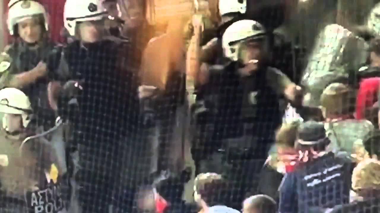 جماهير بايرن ميونيخ تتعرض للضرب من الشرطة اليونانية