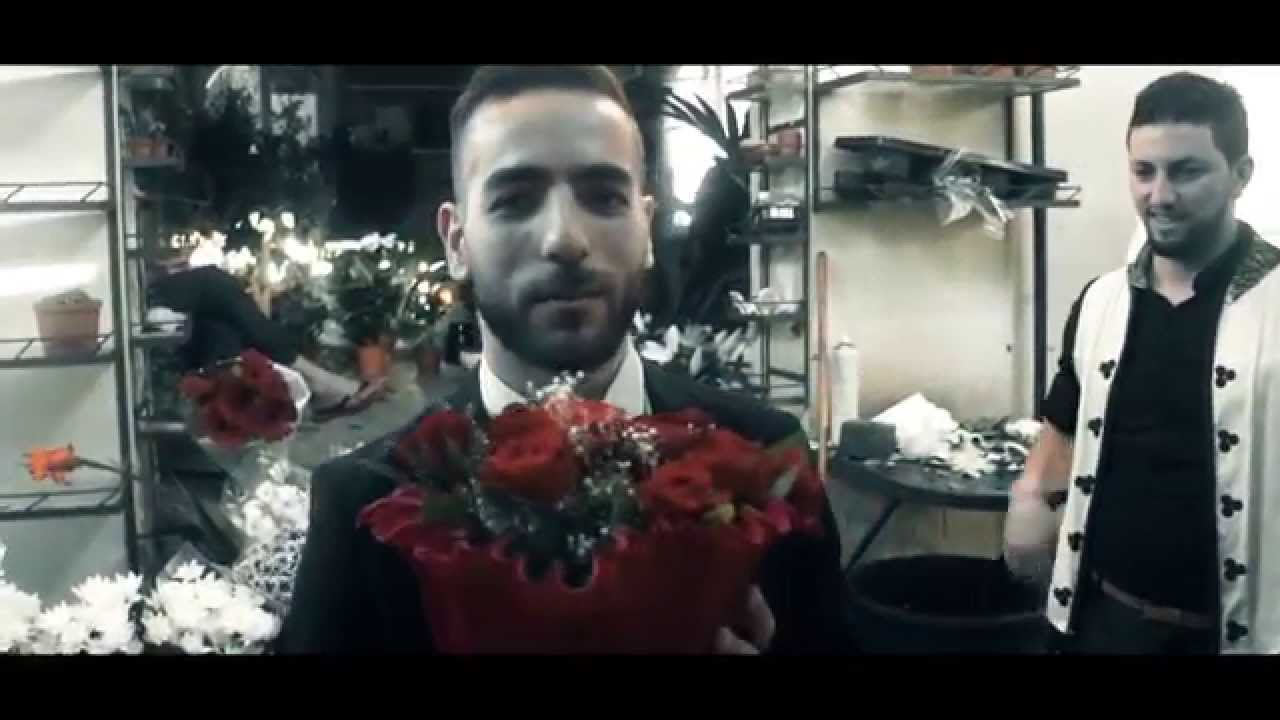 شاب مغربي يطلب يد أمريكية للزواج بطريقة رائعة