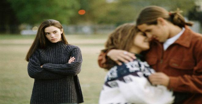 احذري 6 صديقات.. لا تطلعيهن على أمورك العاطفية