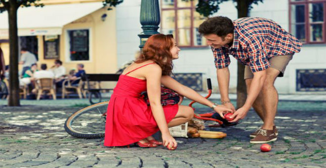 5 أشياء تثير انتباه الرجل في المرأة من النظرة الأولى