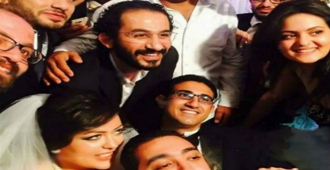 أحمد حلمي يفاجئ شبيهه بحضور زفافه