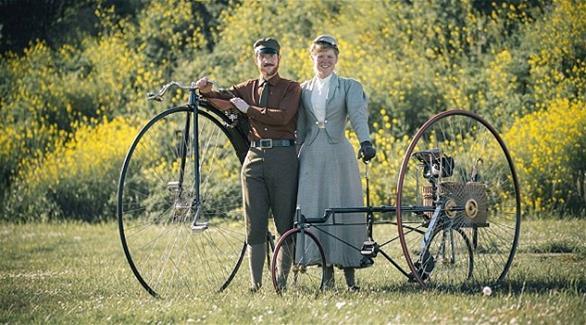 زوجان يهجران حياة الحضارة ويعيشان في أجواء القرن 19