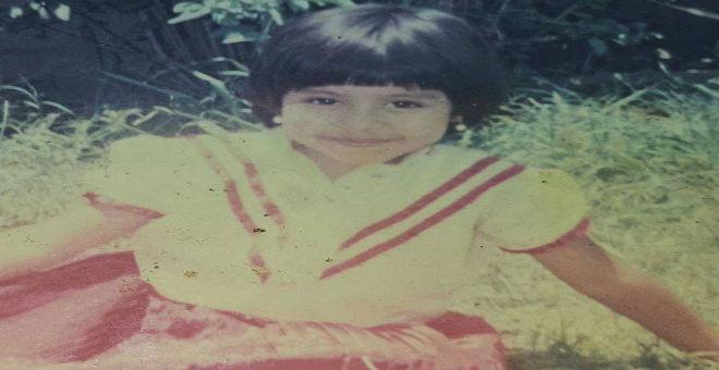 صورة شيرين عبد الوهاب من طفولتها تشعل