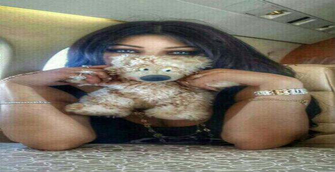 صور هيفاء وهبي من الطائرة تثير جدلا على