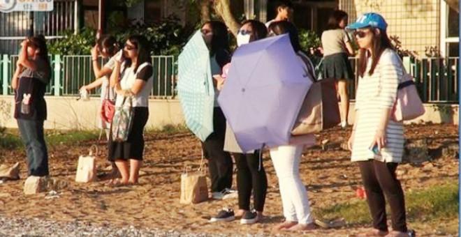 في الصين.. نساء يحدقن بالشمس لإنقاص وزنهن