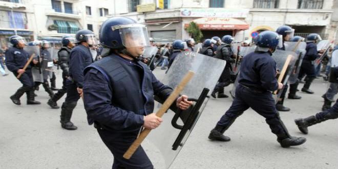 تدخل سابق لقوات الأمن الجزائرية في حق متظاهرين (أرشيف)