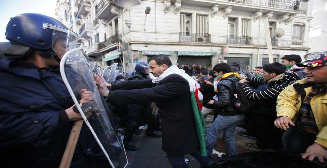 الشبكة الأورومتوسطية لحقوق الإنسان تستنكر تضييق الجزائر على الحقوقيين
