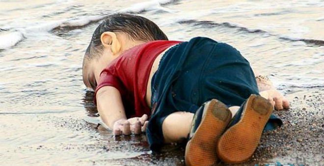 تعرف على الطريقة التي تعاطف بها رونالدو مع الطفل السوري الغريق