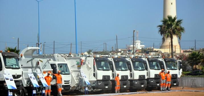 بعد استراحة ''استثنائية''..عمال النظافة يواصلون جمع نفايات العيد