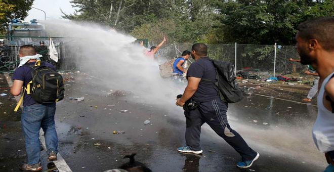 هنغاريا محط انتقادات بسبب العنف ضد اللاجئين