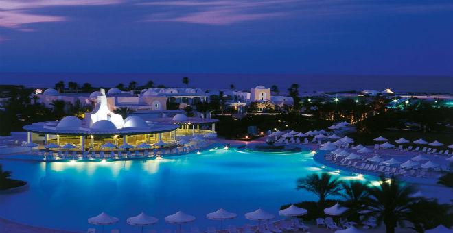 هجوم سوسة يدفع أحد أهم السلاسل الفندقية لمغادرة تونس