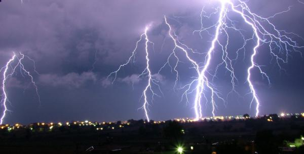نشرة إنذارية: عواصف رعدية قوية ستضرب عددا من مناطق المملكة