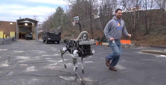 بالصور..روبوت بـ 4 أرجل يخضع لتدريب عسكري