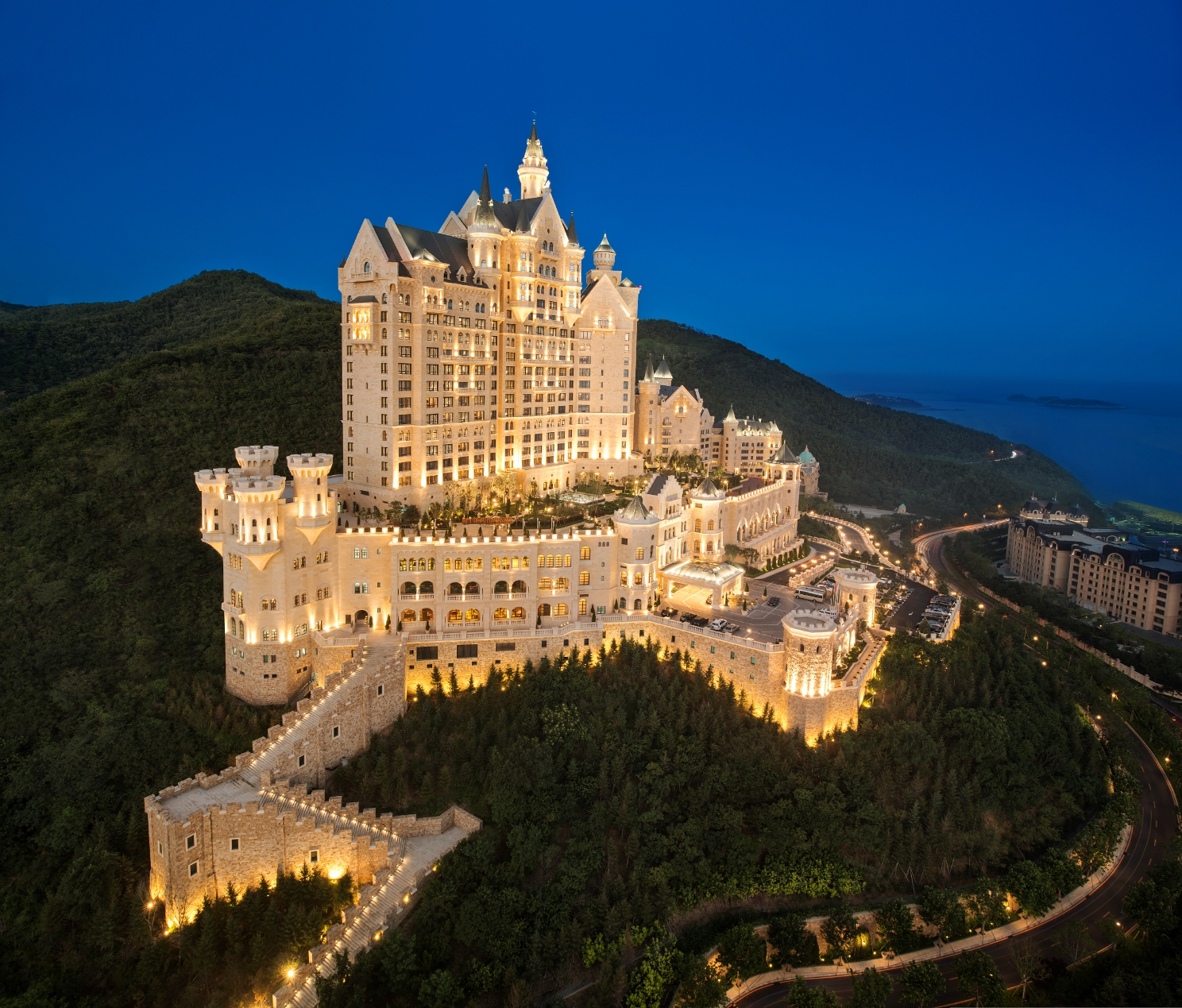 exterior-castle-dalian-a-luxury-collection-hotel