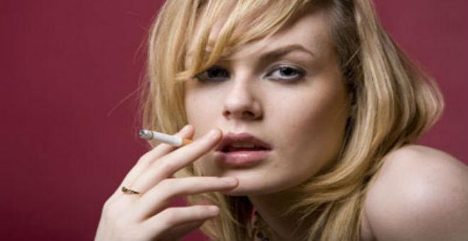 5 طرق تخفي اسمرار الشفتين بسبب التدخين